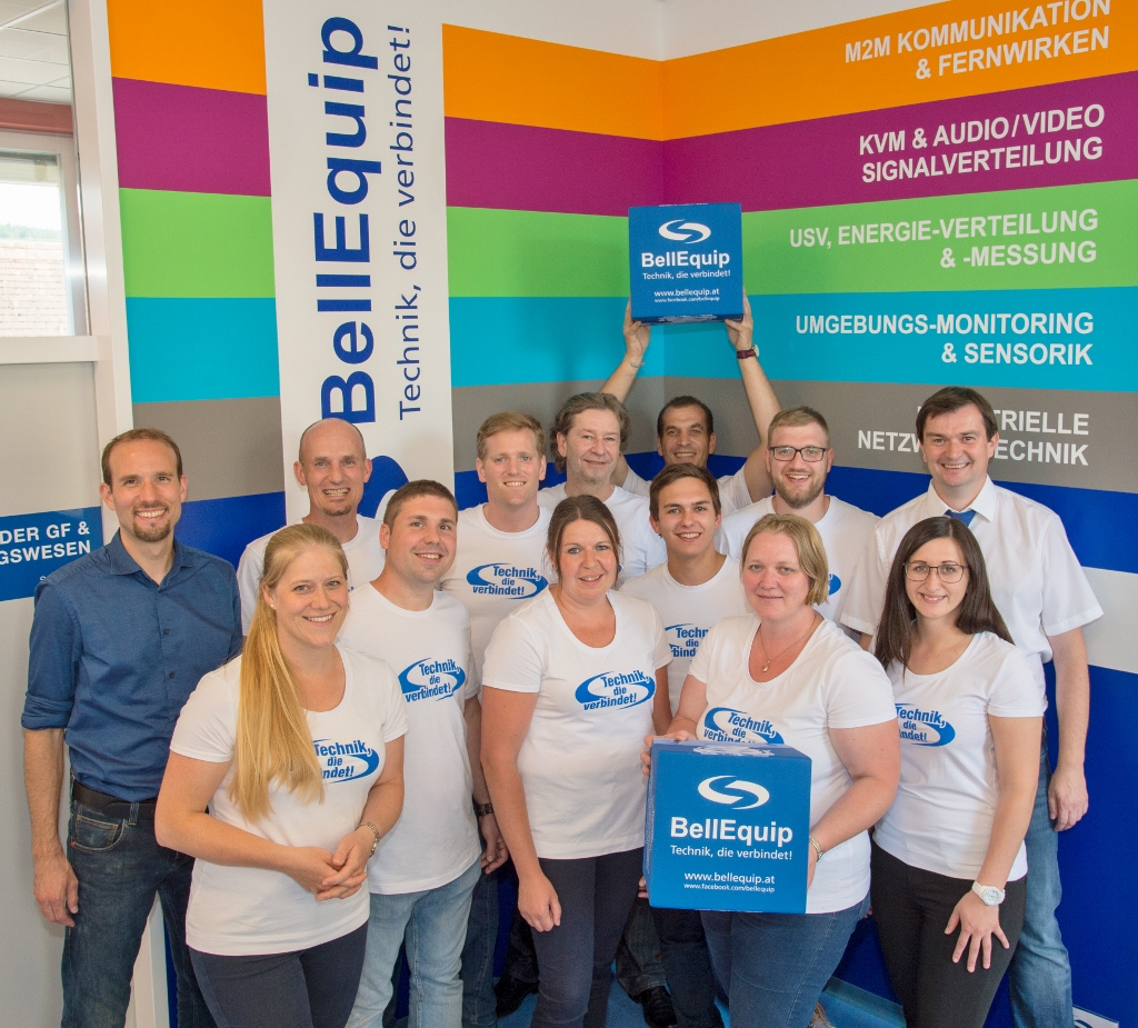 BellEquip Team feiert den neuen Standort